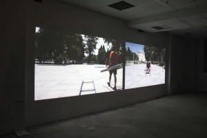 триканална видео инсталация, 2011